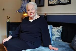 """<p><span id=""""_oneup"""" style=""""font-size: 12px;"""">U.S. actress Olivia de Havilland poses during an Associated Press interview, in Paris, Saturday, June 18, 2016. She may be losing her sight and hearing, but the mind of the indomitable actress Olivia de Havilland, who turns 100 Friday, remains as sharp as a tack. (AP Photo/Thibault Camus)</span></p>"""