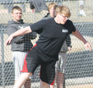 Smith throws discus