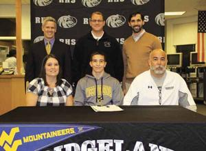 WRESTLING: Caleb Mariakis officially signs with West Virginia