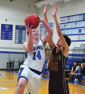 <p>Gordon Central's Dawson Lackey (left) goes up for a shot during the first half on Friday. (Frank Crowe, For the Calhoun Times)</p>
