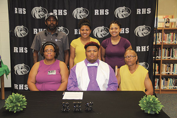 Jermiah Conyers signs with Dodge City C.C.