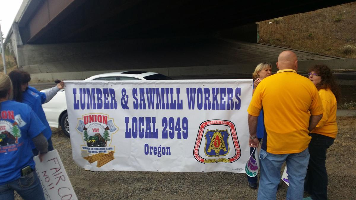Roseburg Forest Products rally for benefits