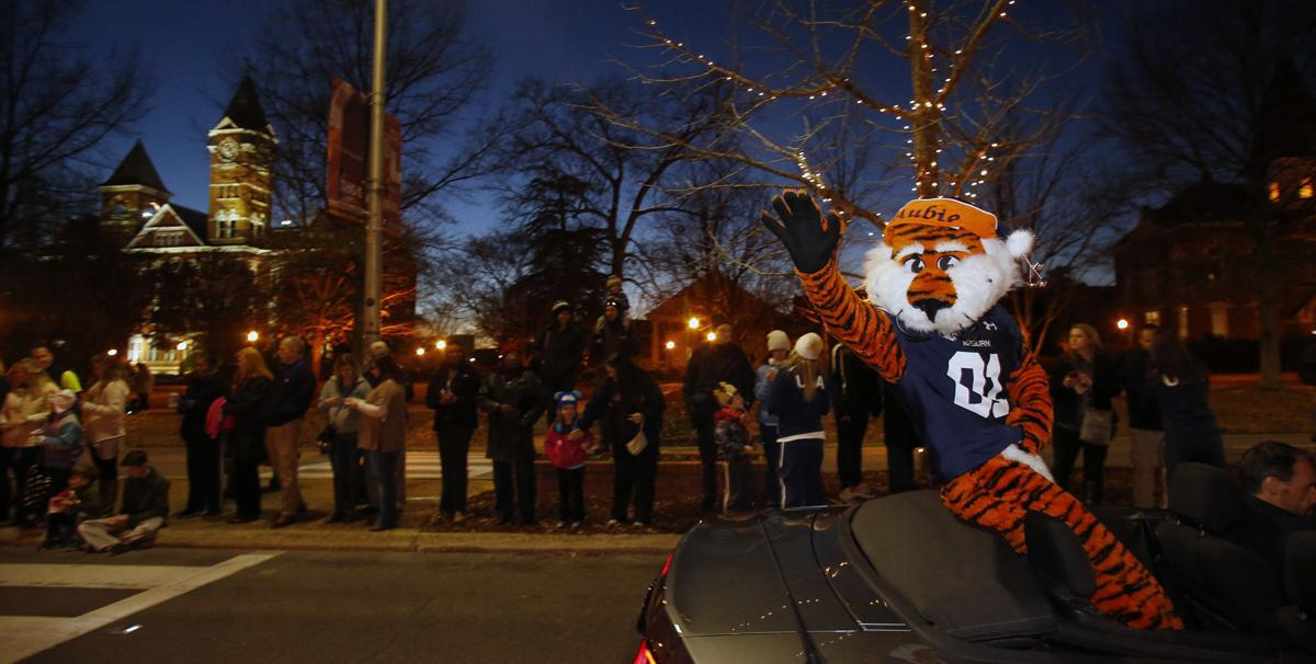 See Adkins, Aubie at annual Auburn Chamber Christmas Parade Thursday - OANow.com: Auburn