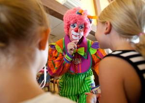 Hansen: Omaha clown Bubblegum discusses looming clown crisis