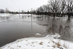 With warm-up, Iowa river towns fear flooding