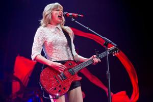 Review: Taylor Swift connects with fans