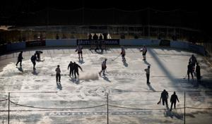 Outdoor hockey game starts late due to melting ice