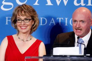 Ex-Rep. Gabrielle Giffords, husband Mark Kelly to speak at Bruce Braley fundraiser