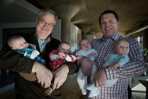 Kelly: Friends seeing double as 2 couples have twin baby boys