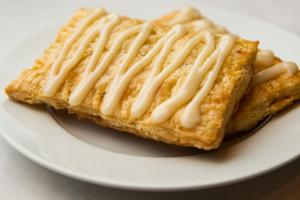 Dining review: Breakfast spot draws in neighbors with flashy fare – like homemade Pop-Tarts