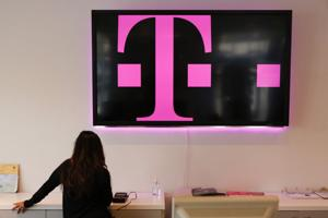 Major wireless carriers get aggressive in vying for new customers