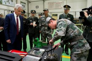 Chuck Hagel has lunch with enlisted soldiers from China for some get-to-know-you time