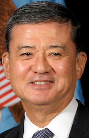 In UNL visit, VA chief Eric Shinseki promotes higher ed for vets