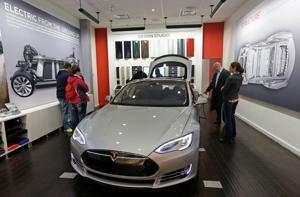 Auto dealers fight Tesla over direct-sales model