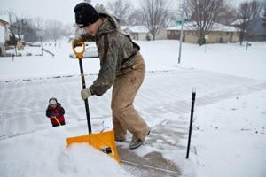 1-2 inches of snow falls in Omaha; more on the way next week