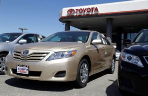Toyota moves to shore up U.S. sales of Camry, Corolla