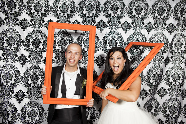 bride blogger how to make picture frames for your photo booth