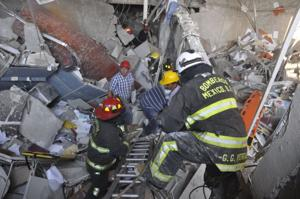 25 killed, 101 hurt in explosion at oil company's HQ in Mexico City