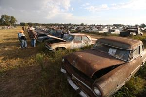 Vintage car mecca draws car enthusiasts from all over to Pierce, Neb., auction