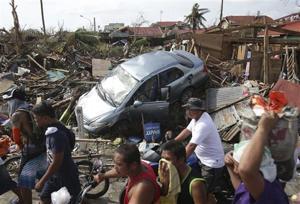 Amid gruesome typhoon scenes, aid trickles in