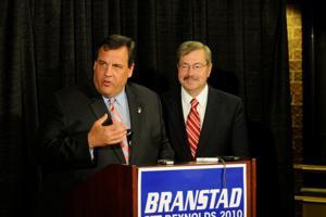 Branstad not afraid to get close to Christie