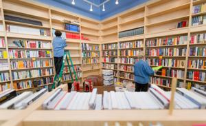 Volunteers help Bookworm move a few blocks from Countryside Village to new shopping center