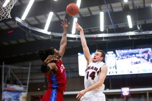 UNO's Karhoff makes Summit Academic All-League team