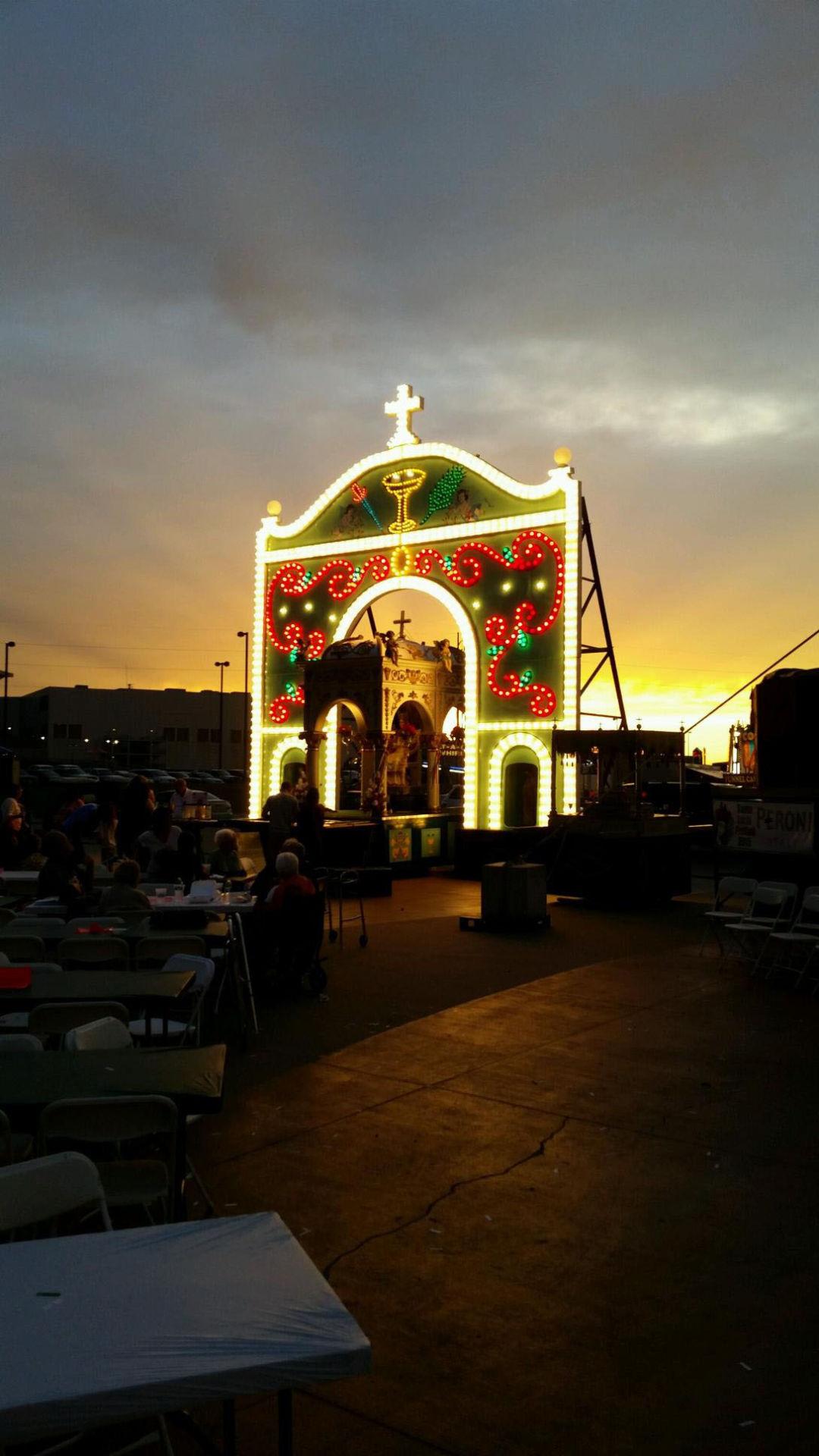 lighting of arch kicks off santa lucia festival at lewis clark landing omaha metro. Black Bedroom Furniture Sets. Home Design Ideas