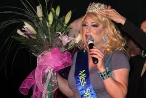 Kelly: Glitz, glam, arias — opera, drag-show style
