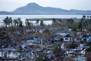 Typhoon Haiyan's winds, storm surge leave untold number dead