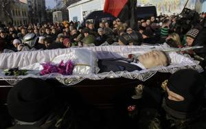 Killed protester mourned in Kiev amid crisis