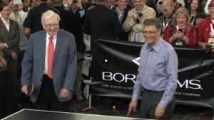 VIDEO: Warren Buffett and Bill Gates play ping-pong