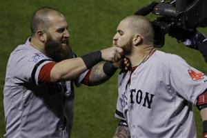 Gomes lifts Red Sox over Cards 4-2, evens WS 2-all