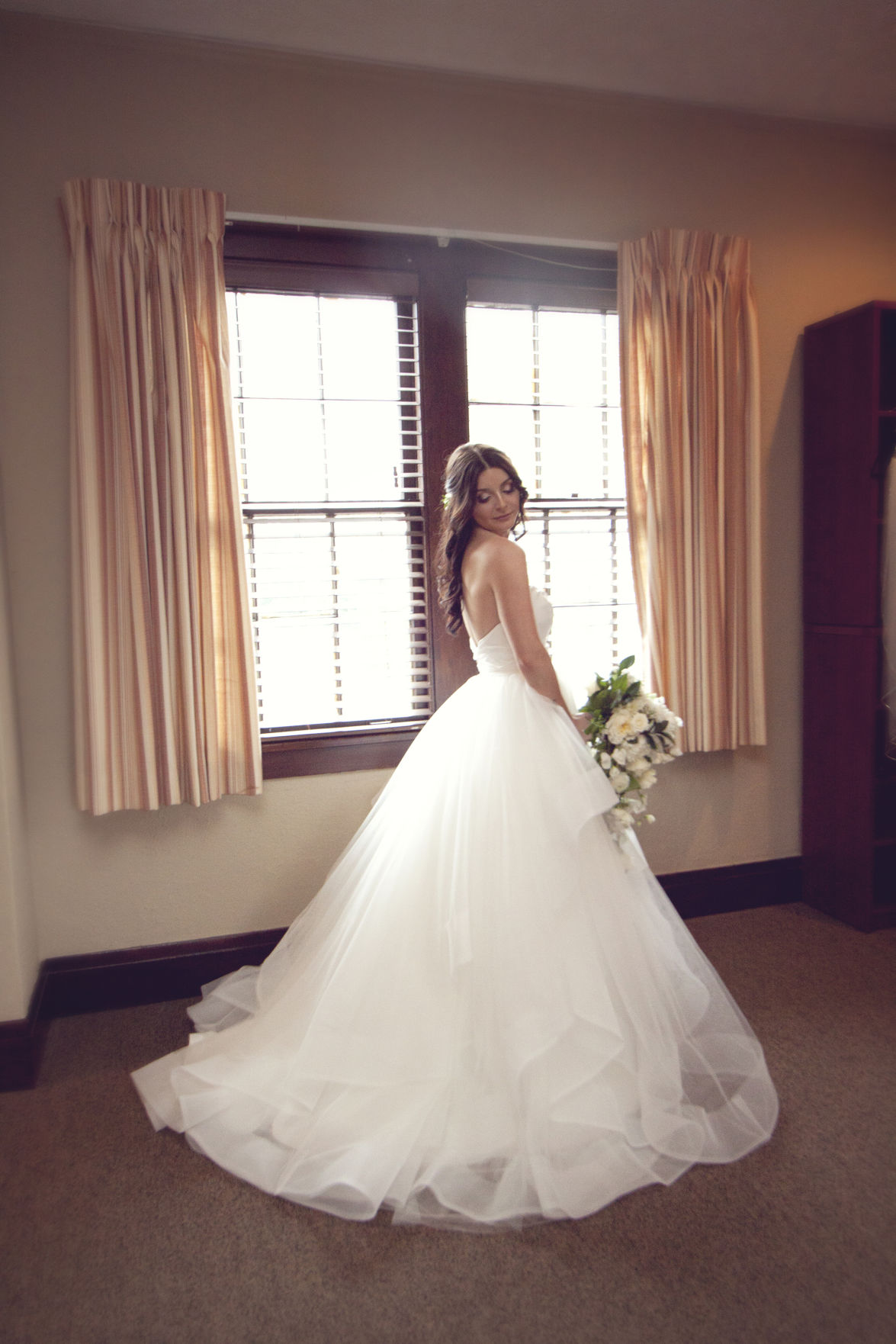 Real wedding jamie john wedding essentials omaha for Wedding dress rental omaha