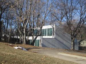Eye-catching solar panel house on Dodge sells at auction