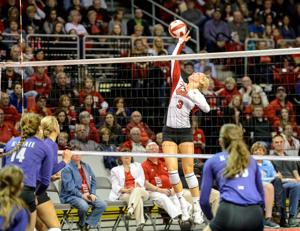 After sitting out as a redshirt, setter Kelly Hunter is happy to take Huskers' reins