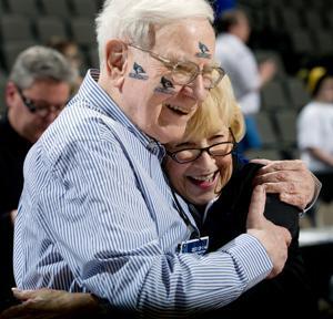 Warren Watch: Buffett investing his time in sports, NCAA bracket contest