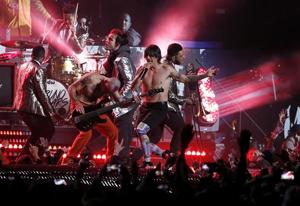 Yep, Red Hot Chili Peppers faked their Super Bowl performance