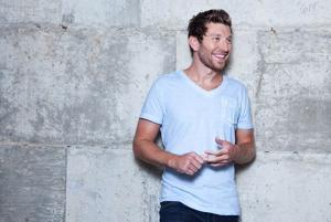 Country singer Brett Eldredge excited to open for Swift