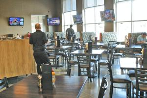 Applewood Hy-Vee opens restaurant, bar as part of store remodel