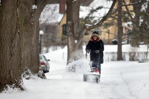 Snow should stay light in metro area