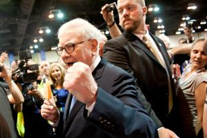 Valentine mentioning Buffett seeks to melt journalists' hearts