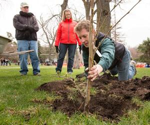 Omahans come together to celebrate Earth Day
