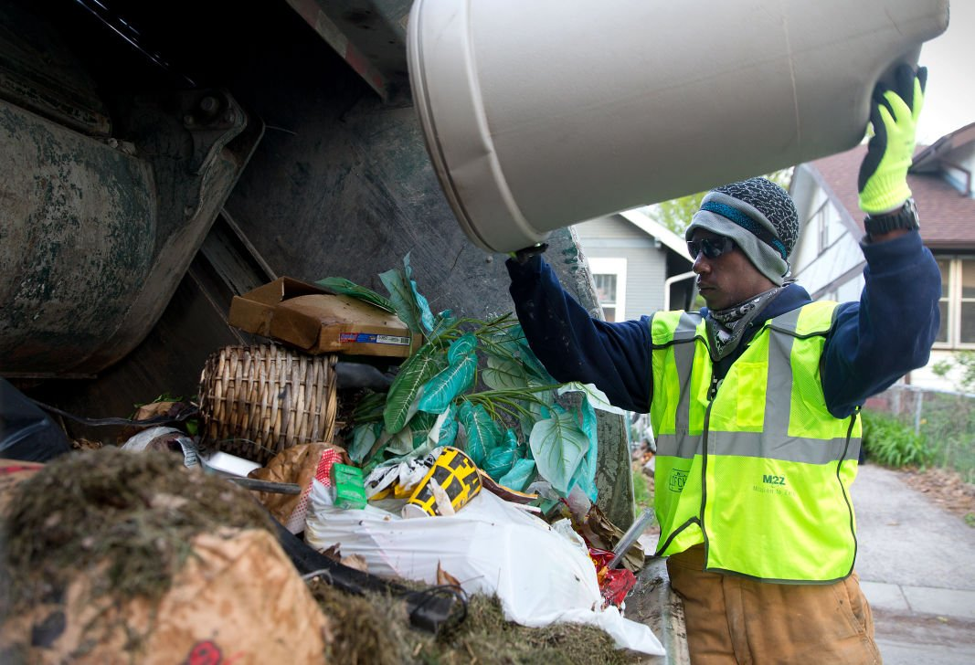 garbage man As of mar 2018, the average pay for a garbage man is $1540 /hr or $37,117 annually.