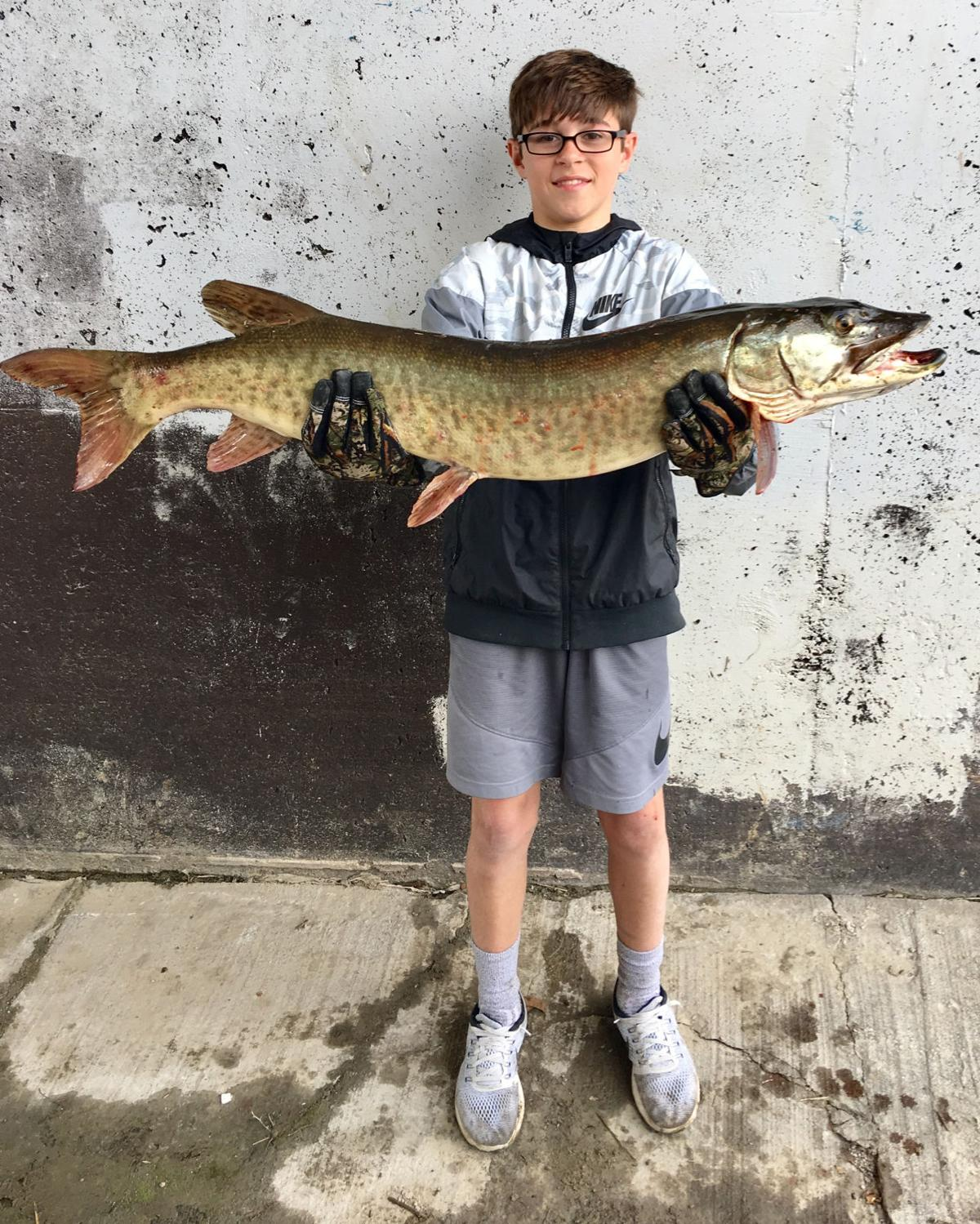 Teen hooks 24 pound 44 inch monster muskie in papio creek for The fish omaha