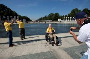 Vets on Honor Flights keep coming to D.C. memorials, despite shutdown