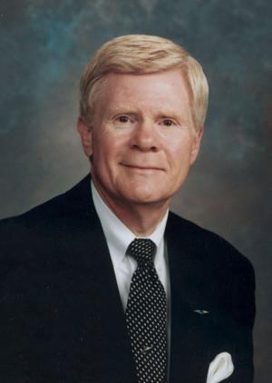 Kelly: Des Moines' airport 'international,' Omaha's isn't, but both credit same man for growth