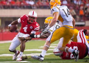 Bo Pelini: Tommy Armstrong has leg up in Husker QB competition