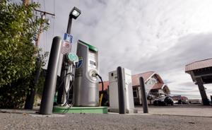 Electric cars give rise to recharging industry