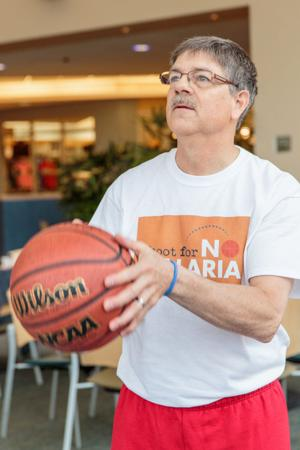 Hansen: A hotshot for charity? Minister nets more than 700 of 1,000 free throws in 2 hours